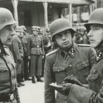 Kaarheit (vasakul)  ja Bruus koos tundmatuga